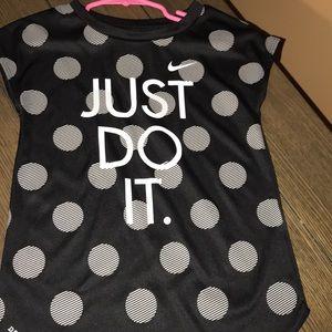🎈😊Nike girls dri fit shirt